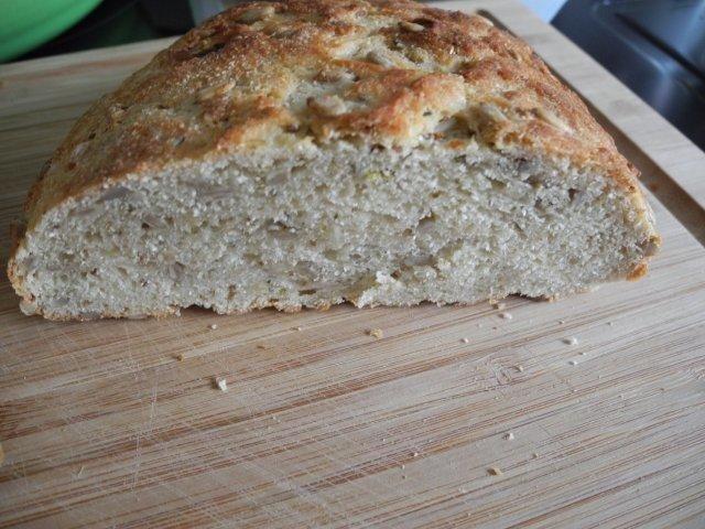 Das perfekte Brot & Brötchen : Dinkel - Kokosmehl - Brot-Rezept mit einfacher Schritt-für-Schritt-Anleitung: Die Hefe in eine Schüssel geben und mit dem…