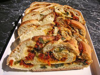 Tomaten-Knoblauch Basilikumbrot, ein sehr leckeres Rezept aus der Kategorie Brot und Brötchen. Bewertungen: 21. Durchschnitt: Ø 4,6.