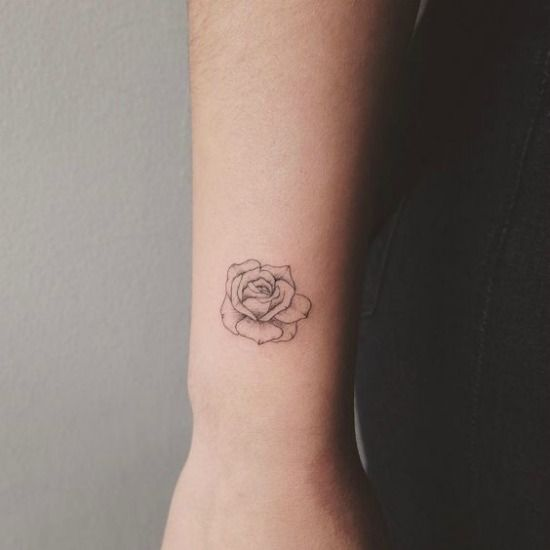 The 25+ Best Small Rose Tattoos Ideas On Pinterest