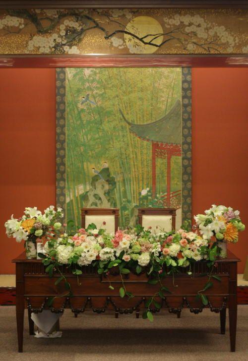 目黒にある雅叙園様へお届けした、会場装花でした。あまりこてこての和にせず、ナチュラルにというリクエストで。ナフキンフラワーの橙にあわせて選んだバラは、ティ...