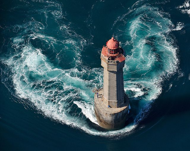 La jument lighthouse essay