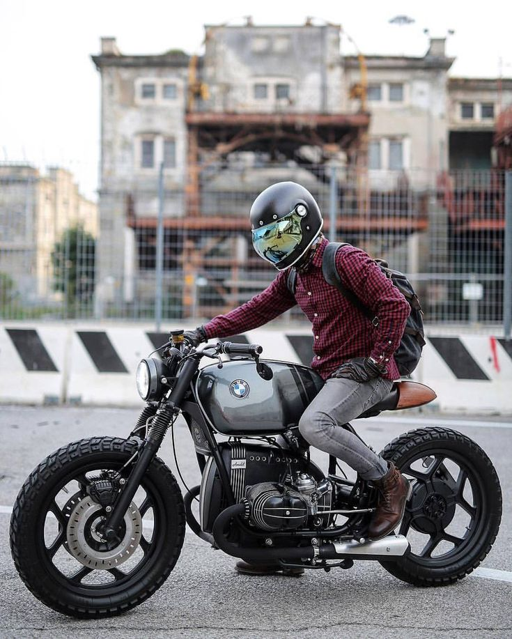 """7,648 Likes, 18 Comments - Cafe Racers   Customs   Bikes (@kaferacers) on Instagram: """"Loving this BMW scrambler brat looking super awesome! #kaferacers ------- Would you ride this? Rate…"""""""