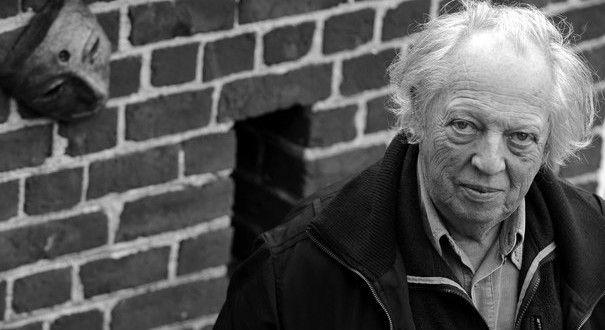 Ο Ραούλ Βανεγκέμ (4 Σεπτεμβρίου 1934) είναι Βέλγος συγγραφέας και φιλόσοφος. Σπούδασε λατινική φιλολογία στις Βρυξέλλες, δίδαξε στο πανεπιστήμιο και συμμετείχε στην Καταστασιακή Διεθνή από το '61 ως το '70. Μέχρι σήμερα έχει γράψει περισσότερα από 30 βιβλία, ανάμεσά τους τα: Βασικές κοινοτοπίες, Η βίβλος των Ηδονών, Διακήρυξη των δικαιωμάτων του ανθρώπινου όντος, Η επανάσταση της καθημερινής ζωής. Ο Βανεγκέμ στα έργα του απορρίπτει την ηθική της εργασίας και ασκεί έντονη κριτική στον…