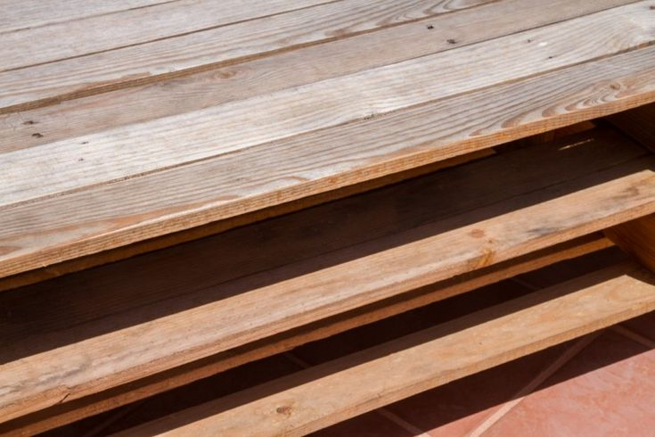 Diseño de banco-jardinera, jardinera perimetral y mesa móvil con palets reutilizados por #Dika. #estudio #studio #proyecto #project #barcelona #diseño #design #creatividad #creativity #decoración #decor #interiorismo #interiordesign #palets #palet #pallets #pcycling #reusar #reuse #reciclaje #recycling #mobiliario #furniture  #mesa #table #detalle #detail