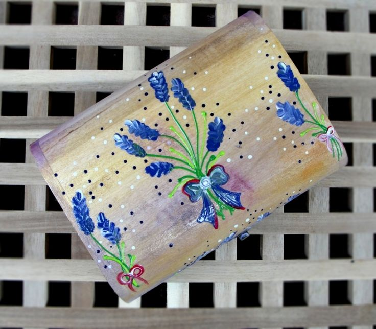 "Hand-painted jewelry box. Cutie de bijuterii ""Sweet Lavender"""