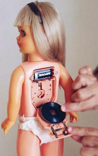 Muñeca que hablaba gracias a los discos que llevaba en la espalda