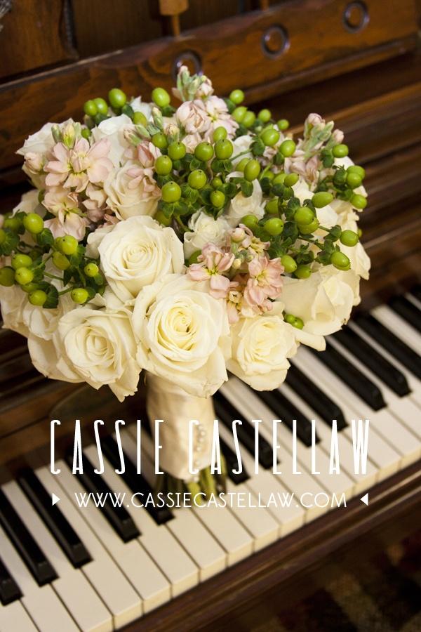 Cassie Castellaw // NYC Photographer // New Jersey Photographer #weddingphotography #weddings #flowers #bouquet #piano #blackandwhite #cream #pink #green #october #fall #cassiecastellaw