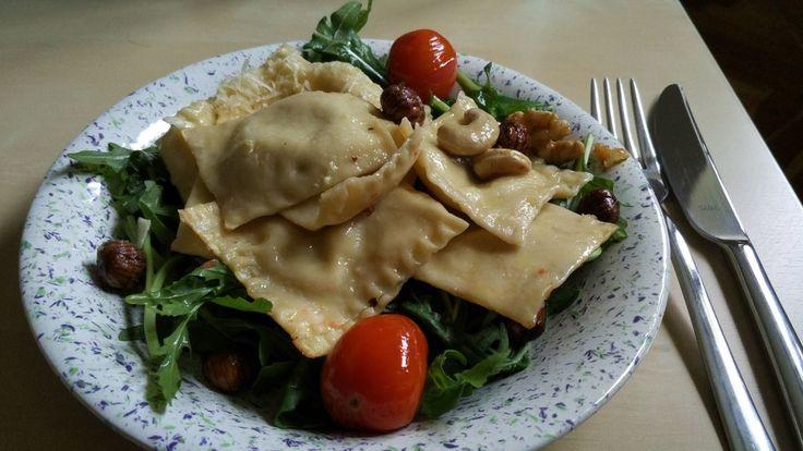 Ravioli mit würziger Frischkäsefüllung, ein tolles Rezept aus der Kategorie Pasta. Bewertungen: 66. Durchschnitt: Ø 4,5.