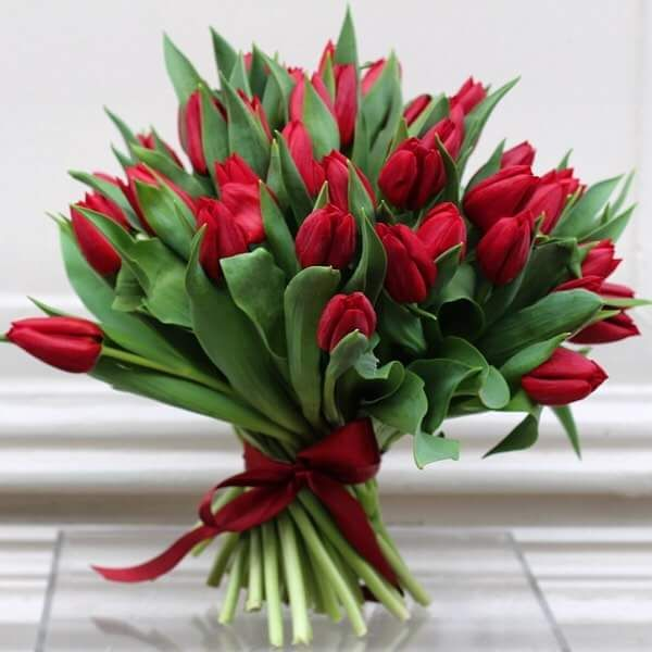 45 Ingenious Valentine S Day Flowers Ideas Every Romantic Should Try Red Tulips Bouquet Flowers For Valentines Day Valentines Flowers