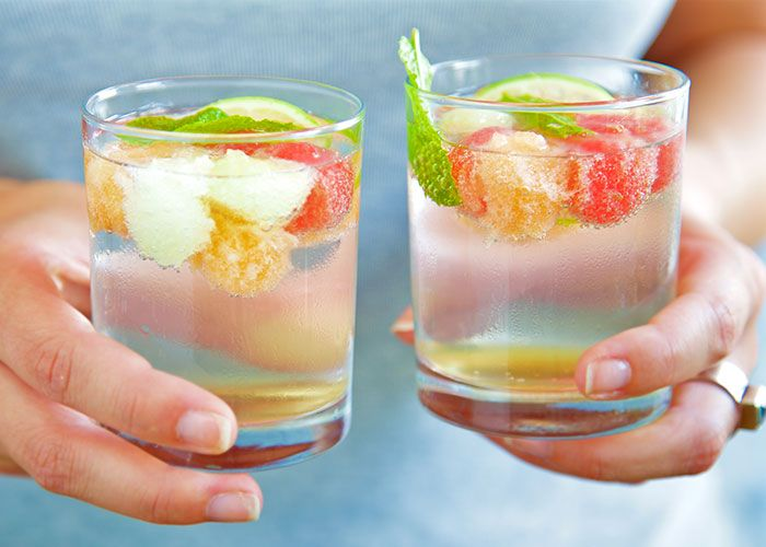 Bowle mit Wassermelone, Honigmelone, Cantaloupmelone