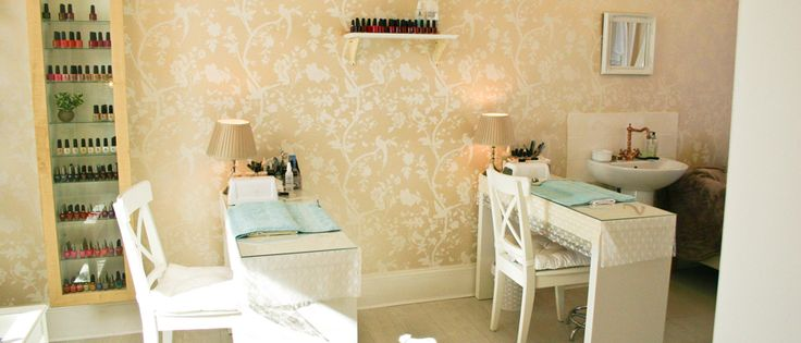 17 best images about shabby chic on pinterest vintage style reception desks and beauty salons. Black Bedroom Furniture Sets. Home Design Ideas