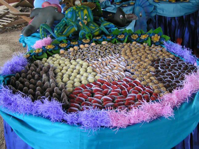 Typical brazilian kids and adults birthday party. Yes those are mini handmade candies and savory treats. Ohhh I miss docinhos e salgadinhos de festa