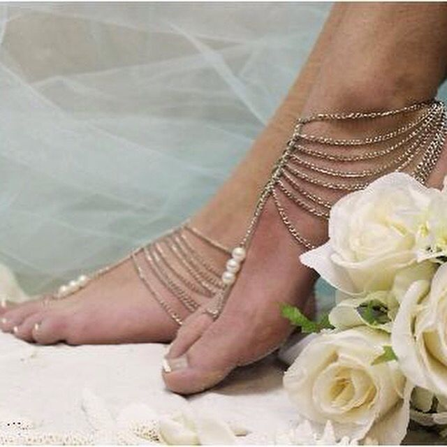 In love with this bare foot sandals! So pretty #barefootsandals #barefootwedding #wedding #bare #foot #sandals #gold #chain #свадьба #босиком #сандали #на #пляже #море #beach #bridesmaids #ideas #elegant