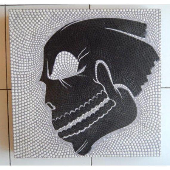 Lukisan dot painting motif kepala tengkorak  Panjang : 50 cm  Lebar : 50 cm  Bahan : Kanfas, Cat Vynilex  Lukisan ini menggunakan Teknik Melukis Dot (Dot Painting).  Lukisan titik (dot painting) ini menggambarkan sebuah cerita. Pelukis dot menciptakan gambar dengan menerapkan titik-titik berbagai warna, dengan menggunakan alat-alat primitif seperti tongkat, duri moncong dan paku yang di lakukan pada suku Aborigin. Tapi sekarang sebagian seniman memadukan seni Lukisan titik (dot painting)…