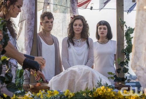"""Star Crossed -- """"These Violent Delights Have Violent Ends"""" -- Image Number: STA102b_0516r.jpg -- Pictured (L-R): Chelsea Gilligan as Teri, Matt Lanter as Roman, Susan Walters as Maia and Brina Palencia as Sophia -- Photo Credit: Skip Bolen/The CW -- © 2013 The CW Network, LLC. All Rights Reserved."""