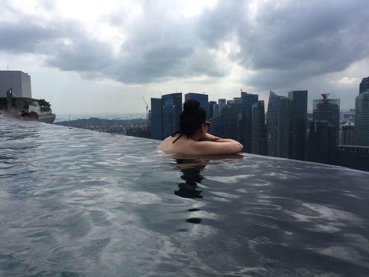 Infinity Pool w Marina Bay Sands, czyli pływanie na dachu świata