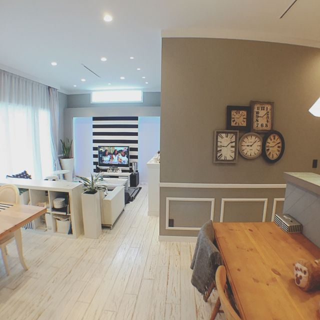 hiro777さんの、リビング,ソファー,カーテン,フローリング,白い床,照明 リビング,白いフローリング,照明マニア,緑化,グレー好き,塗装壁,のお部屋写真