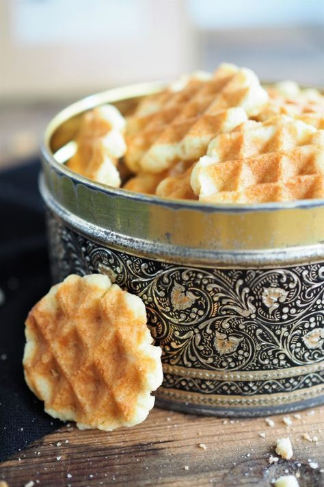 Crunchy waffle biscuits from the waffle iron | Great idea for our next ki …  – Kindergeburtstag Essen | Geburtstag Essen Kinder