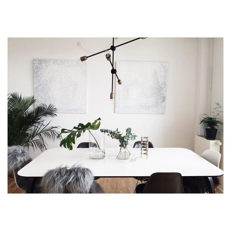My plants are taking over:)#urbanjunglebloggers #greenoasis #livingwithplants #dinningroom #spisestue #nordicliving #monochrome #gubi #komplot #danishdesign #midcenturymodern #eames #eameschair #housedoctor #molecularlamp #monstera #eukalyptus #asparagusplant #fritznagel #nagelstager #interior #indretning