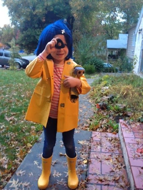 Coraline Costume! equipped with seeing green triangle stone made from sculpy