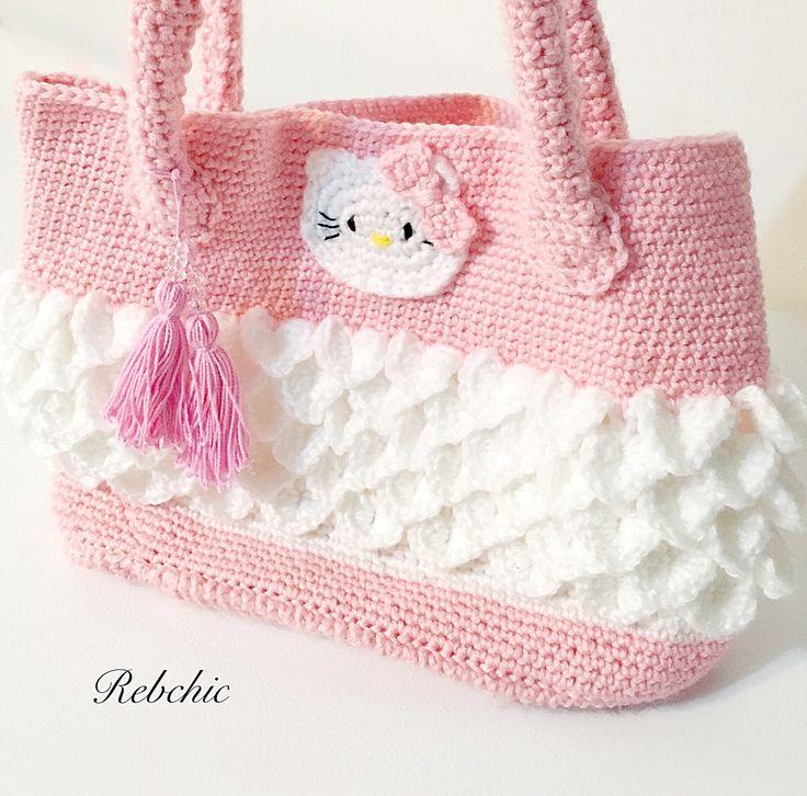 "Sac au crochet  - Style ""Hello Kitty"" - sac à  main par RebChicKnit sur Etsy https://www.etsy.com/ca-fr/listing/512519208/sac-au-crochet-style-hello-kitty-sac-a"