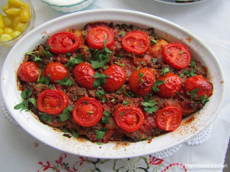 Patates oturtması (Turkse ovenschotel met aardappel, gehakt en tomaat)