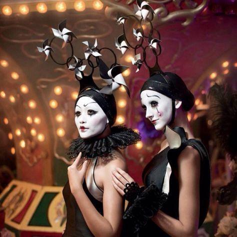 característica en febrero 2014BazaarIndonesia, #BazaarFashionConcerto 2.013 # BFC2013 Armarios:SebastianGunawanSebastianPRgirl Accesorios: @ frej2007 Maquillaje: #WillyWahyudi # W2 salón de Fotografía: KayMorenoPhotography • #Fantasirkus #fantasy #circus #Harlequin #clowns #pinwheel # #headpiece tocado #accessories #fashion #fashionshow #fashionaddict #instafashion #igfashion #fashiondesign #SebastianGunawan #frej # Frej # frej2007 #blackandwhite #HarpersBazaar #HarpersBazaarIndonesia (al…