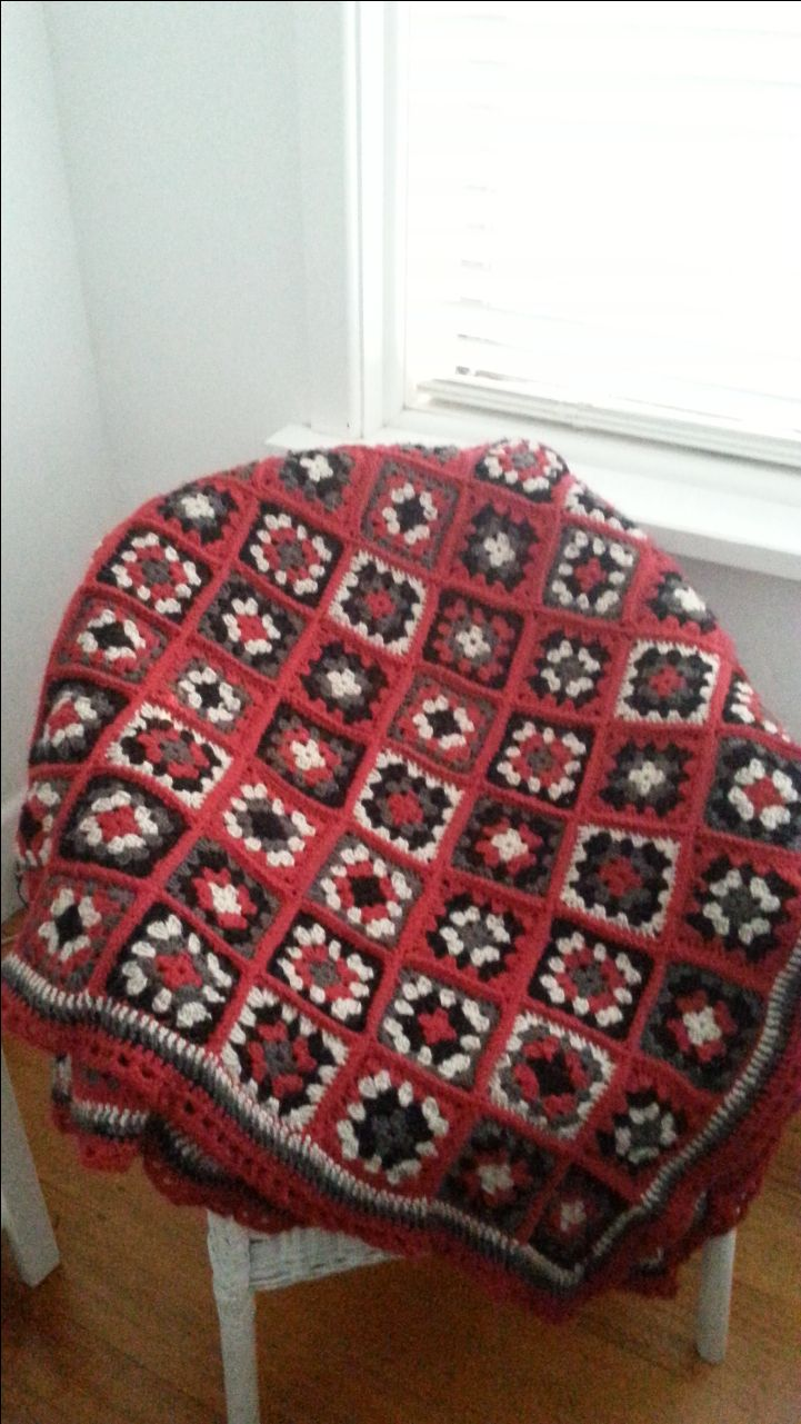 Very warm cosy blanket made with pure wool yarn