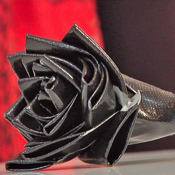 Black rose made out of duct tape.  Gives step by step instructions.  Great idea for Halloween