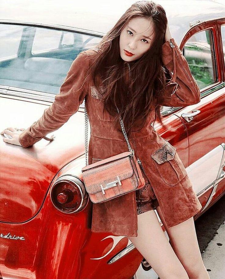 """ถูกใจ 47 คน, ความคิดเห็น 1 รายการ - KRYSTAL (@krystaljung.a) บน Instagram: """"Krystal for GQ Korea Magazine December Issue 2017. -#크리스탈 #정수정 #krystal #mura #thebrideofhabaek…"""""""