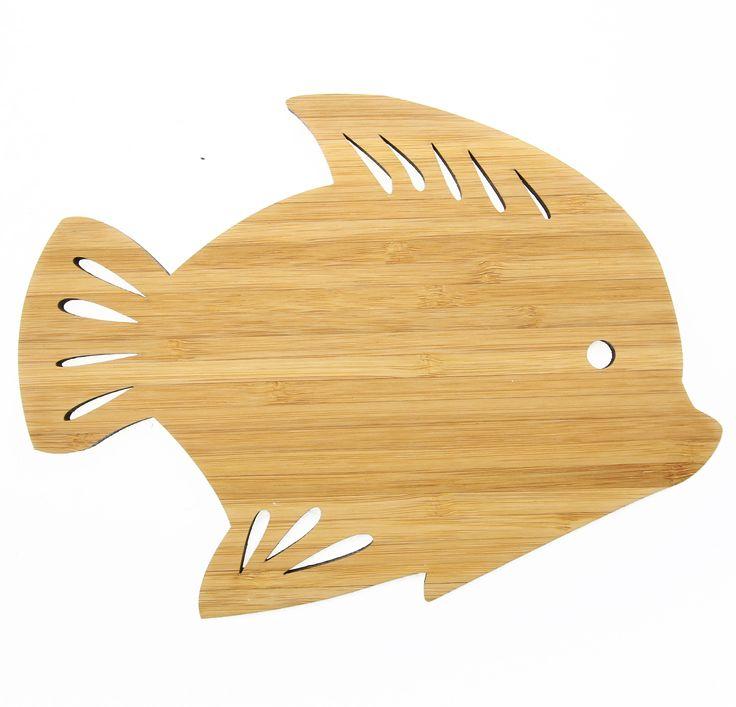 Wanddeko Fisch aus Bambus  Coffee - Das Original von Mr. & Mrs. Panda.      Über unser Motiv Fisch  Da die Welt zu 70 % aus Wasser. Für Meerestiere und Fische der perfekte Ort zu leben. Fische gibt es in alles Größen und Formen, in allen Farben und Vorkommen. In Aquarien kann man die faszinierende Unterwasserwelt wunderbar studieren.   Schon seit Jahren ist der Fisch ein beliebtes Motiv für die Wohnungseinrichtung.  Der Fisch ist also nicht nur für Angler und Aquarium Freunde ein tolles…