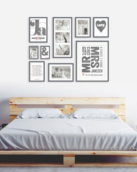 muurcollage met trouwfoto's en tekst posters in zwart wit