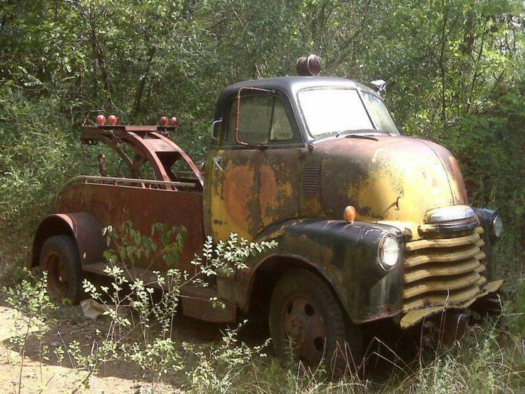 COE tow truck...just rustin' away...would love to rescue and restore this rig...