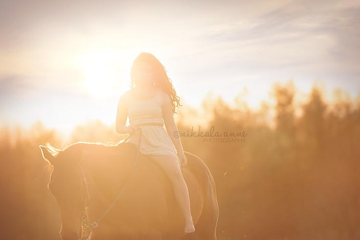 www.nikkalaannephotography.com  senior girl horse photo session idea inspiration