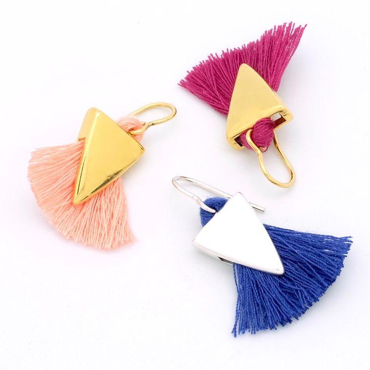 Ultra tendances, graphiques et épurées, ces Boucles d'oreilles pourront se décliner dans toutes les couleurs pour s'accorder à vos tenues. Interchangeables!Vous