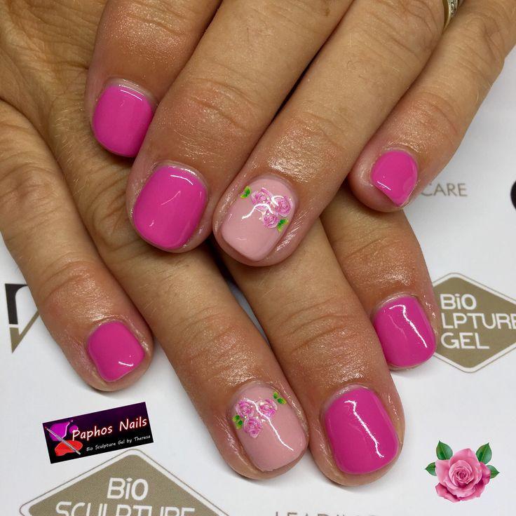 #perfectpink #pinkfoundation with #rose detail #biosculpturegel #naturalnail #overlay #biogel #healthynails #biosculpturecyprus 💅🏼