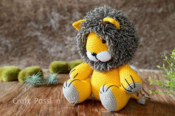 Free Crochet Lion Pattern - thefriendlyredfox.com | 400x600