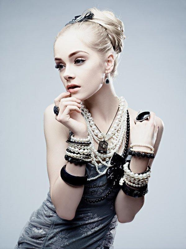 layers of beads & necklaces | Kasia Smolińska