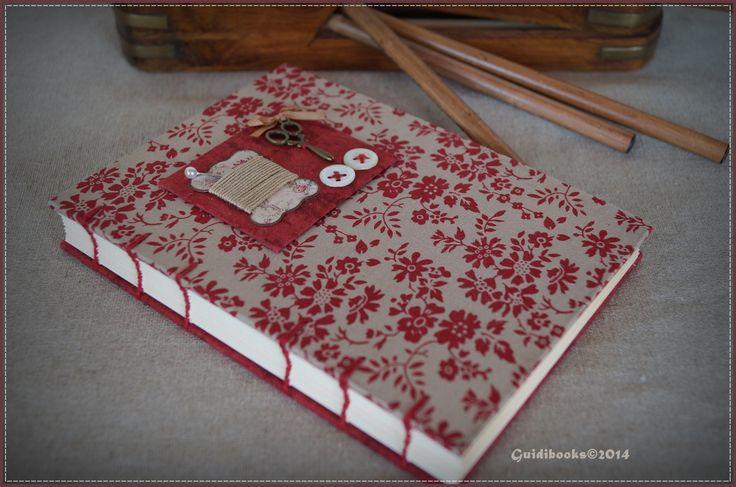 Carnet relié main, couverture coton fleurie, décoration sur le thème de la couture ! :