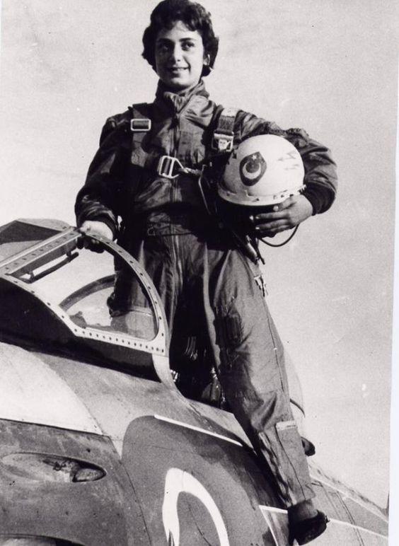 Ülkemizin ve ayrıca NATO'nun da ilk kadın jet pilotu, Pilot Albay Leman Bozkurt Altınçekiç.
