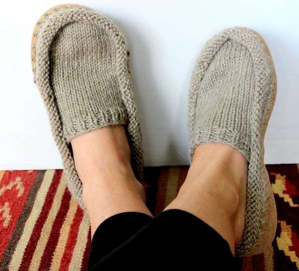 Wooly Moccasin Slipper Knitting Pattern in 2020   Knitting ...