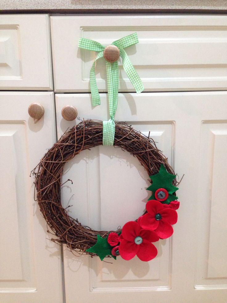 Simple festive wreath. Felt and buttons