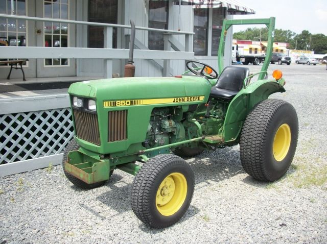 John Deere 850 Diesel Tractor : John deere diesel tractor with finishing mower