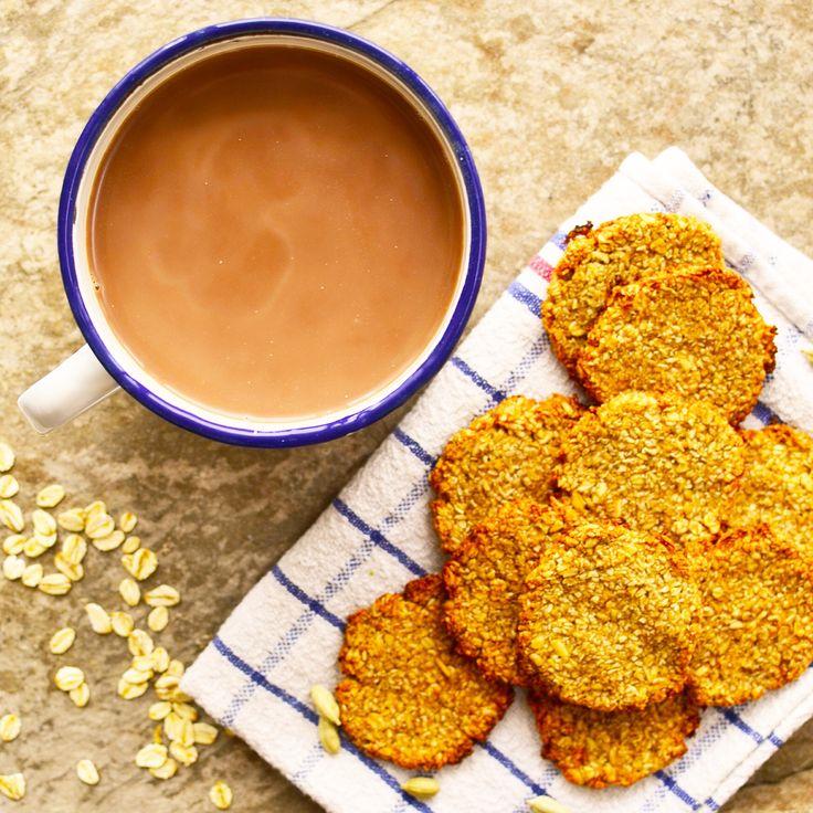 Varm choklad med kokos- och banankakor! Receptet finns i meny 19. 😊  www.allaater.se