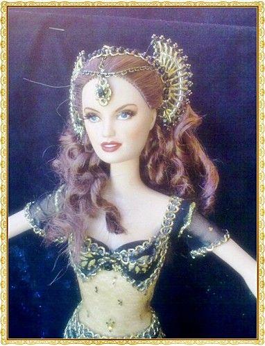 """Cette poupée est inspirée de la tenue de Satine dans le film """"Moulin Rouge"""" interprété par Nicole Kidman. Avant Aprés Cette poupée est disponible"""