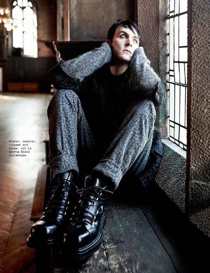 Male Fashion Trends: Robin Lord Taylor para Visual Tales Magazine No. 15