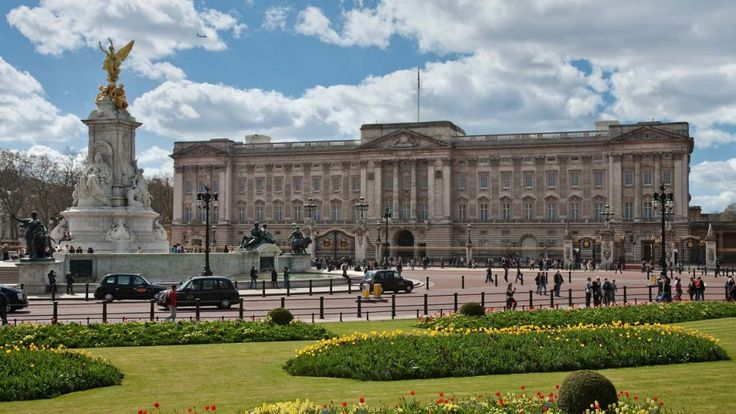 Welcome to Gabriel Atanbiyi Blog: Queen set for cash boost to fund Buckingham Palace...