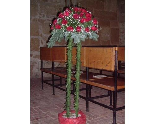 ALLESTIMENTO IN CHIESA CON ROSE ROSSE a Zuppardo Piante e Fiori Dal 1950 #fiori #nozze