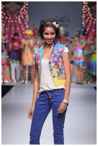 """Designer Nida Mahmood, Wills India Fashion Week Spring Summer 2012, India Fashion Week, pictures by fashionfellow"