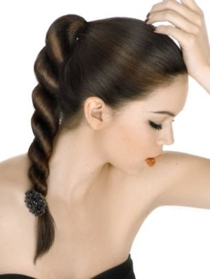 Quick School Hairstyles for Long Hair - Choosing right from the myriad of fab hairstyles is definitely not easy especially when you're in a hurry to leave for school, so if you want to look amazing, take a peek at the following trendy, cute and easy school hairstyles which will help boost your natural beauty and style!